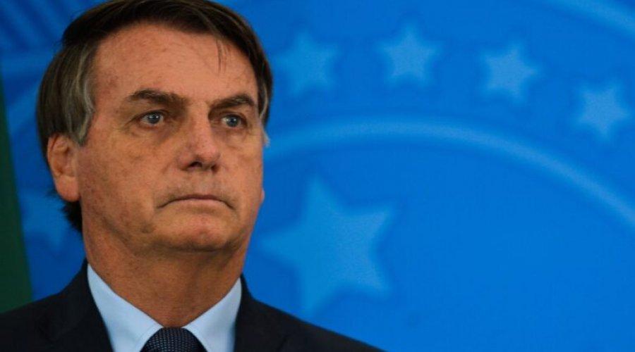 [Bolsonaro veta lei que dava prioridade a mulher chefe de família no pagamento do auxílio emergencial]